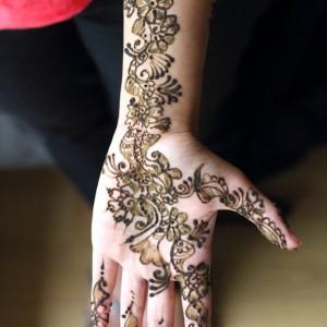 Dessin au henné (mehendi)