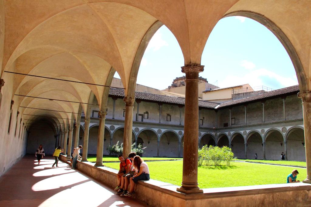 Guide Florence-17 Basilica di Santa Croce cloitre