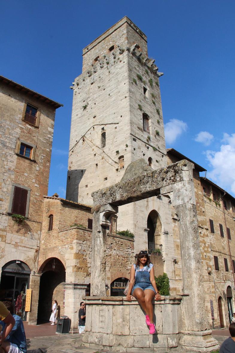Guide San Gimignano Puits Piazza della Cisterna-11