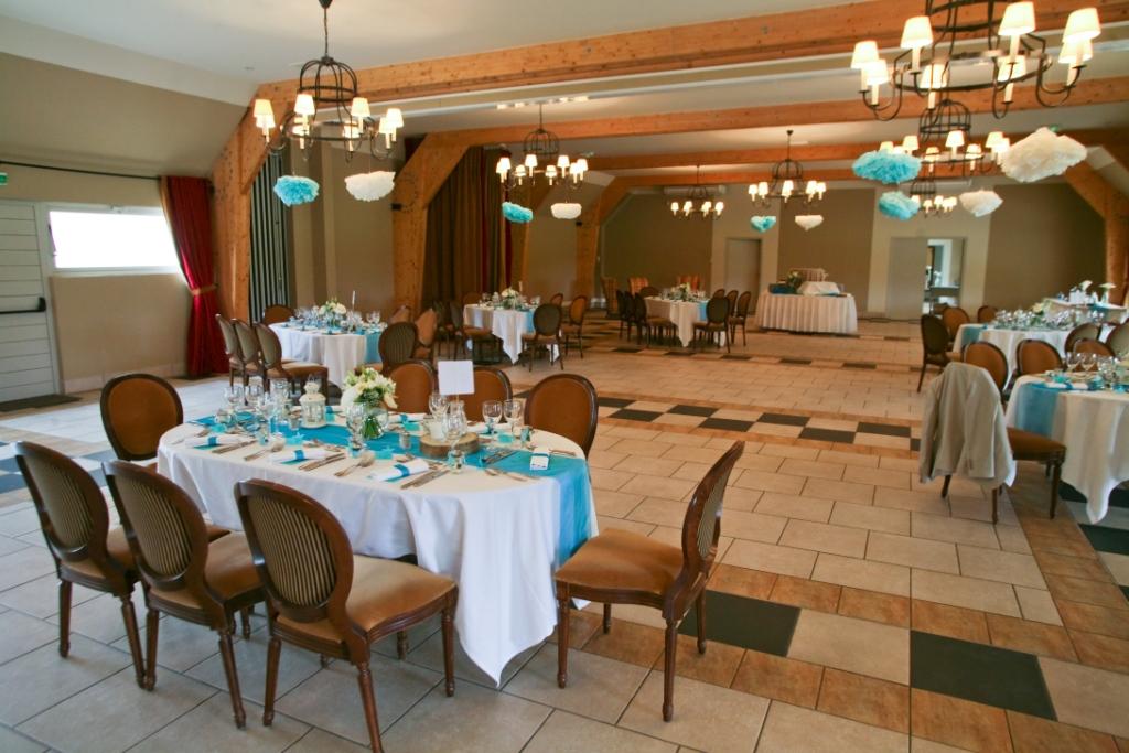 salle chateau d'augerville, pompns DIY, turquoise, décoration mariage originale, mer