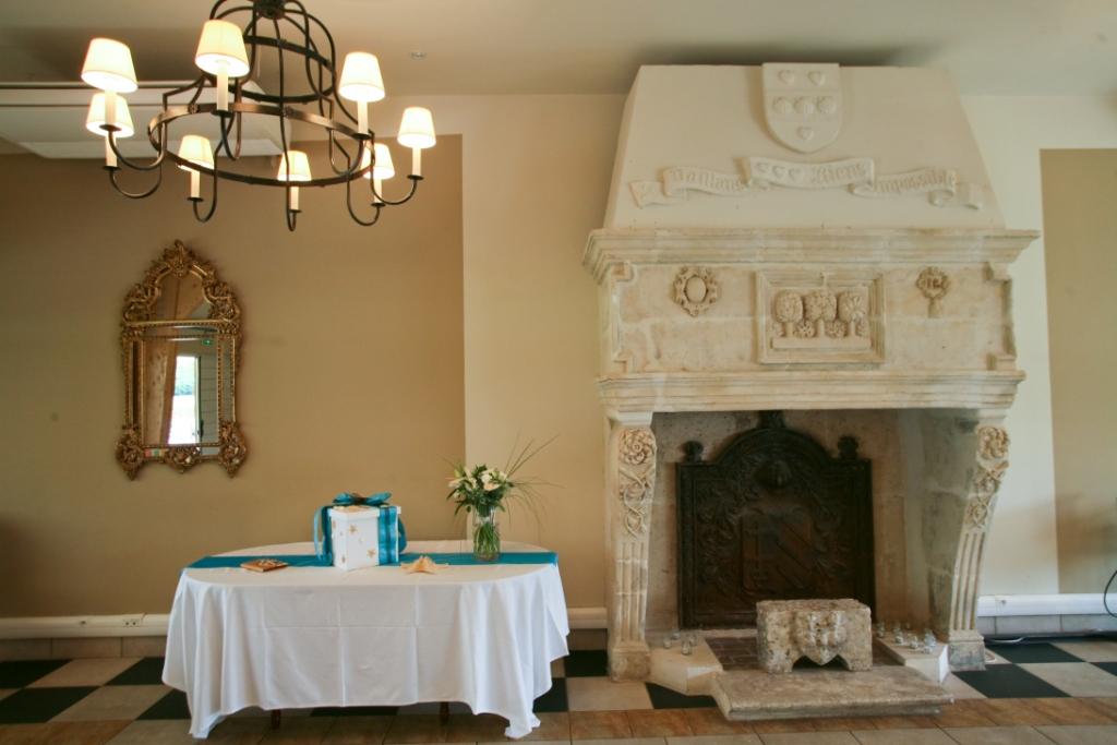 urne originale, décoration, coquillages, ruban turquoise