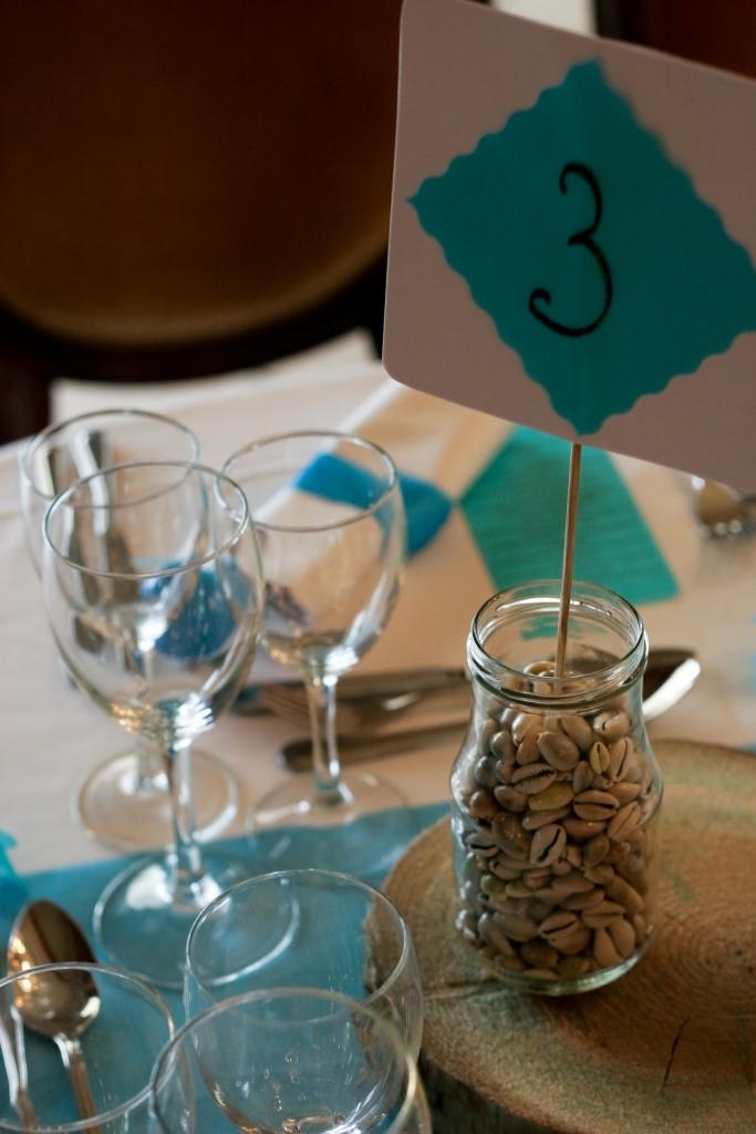 bocaux, original, bleu, chocolat, ruban organza, numéro de table, mariage
